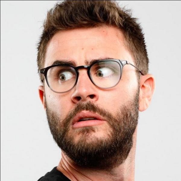 """Qui est ce youtubeur connu, ayant comme vidéo populaire """"L'École"""" ?"""