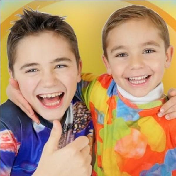 Ils sont deux frères trop mignons et ils ont 2 millions d'abonné(e)s... Et le grand a sa chaîne YouTube...