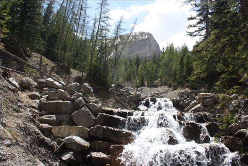 Que fallait-il faire à la cascade du Chadoulin dans les Alpes-de-Haute-Provence ?