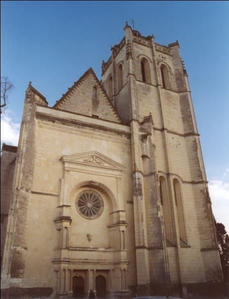 Parfois il y a des choses incongrues dans les églises. A Oiron, dans les Deux-Sèvres, on trouve ...