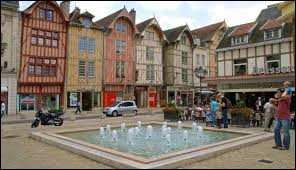 Dans quel département se trouve la ville de Troyes ?