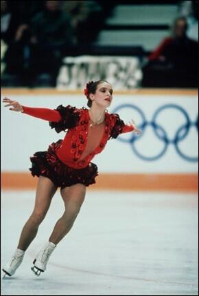 Cette patineuse allemande, de RDA, a été sacrée deux fois championne olympique, en 1984 puis en 1988. De qui s'agit-il ?