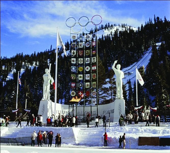 Depuis cette première édition, un pays a accueilli quatre fois les JO d'hiver. Lequel ?