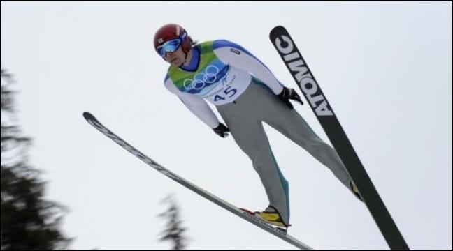Quel est le pays, où ce sport est très populaire, qui a remporté le plus grand nombre de médailles d'or au saut à ski ?