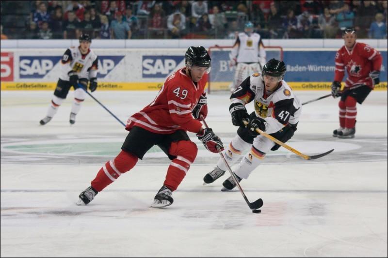 Le hockey sur glace est un véritable sport national dans ce pays qui détient le record de médailles aux JO et a remporté trois titres olympiques lors des quatre derniers JO. Quel est ce pays ?