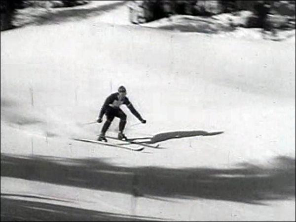 Il a été le premier skieur à remporter trois titres lors d'une même édition des Jeux olympiques. C'était à Cortina d'Ampezzo en 1956. De qui s'agit-il ?