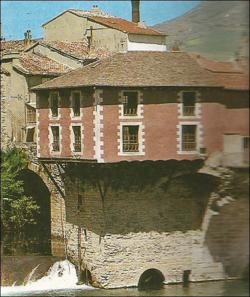"""Cette ville sur le Tarn est """" la capitale du gant """", c'est :"""