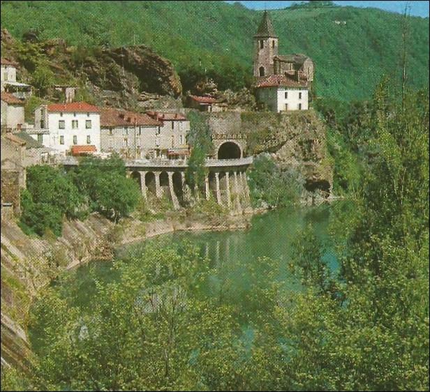 Dans quelle ville peut-on visiter l'ancien monastère Notre-Dame-de-l'Oder ?