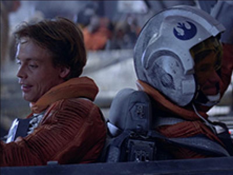 Qui est le copilote de Luke lors de la bataille de Hoth ?