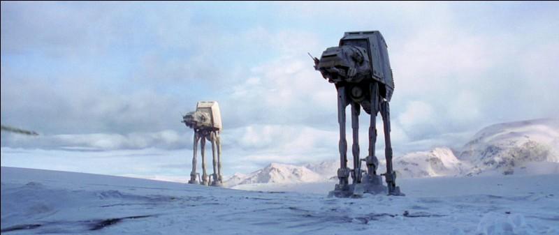 Que lance Luke dans le quadripode impérial pour le détruire lors de la bataille de Hoth ?