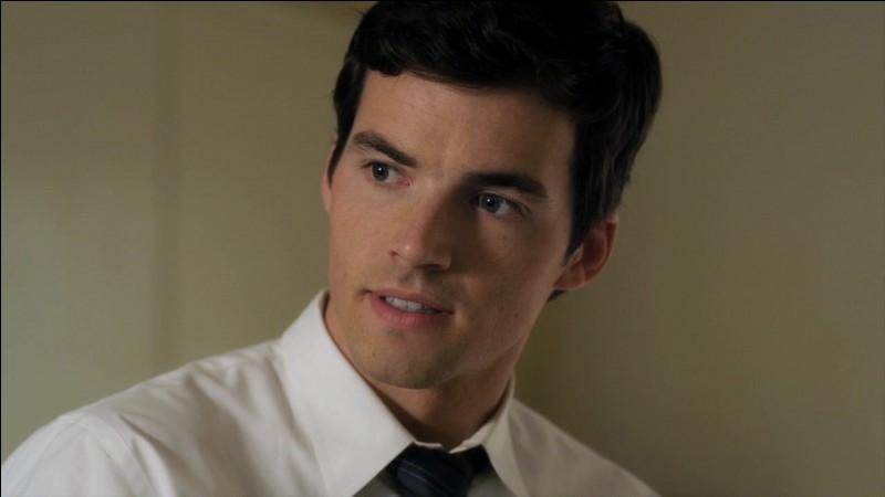 Comment s'appelle le fils d'Ezra ?