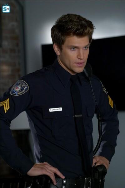 Qui se fait passer pour -A afin de revoir Toby ?