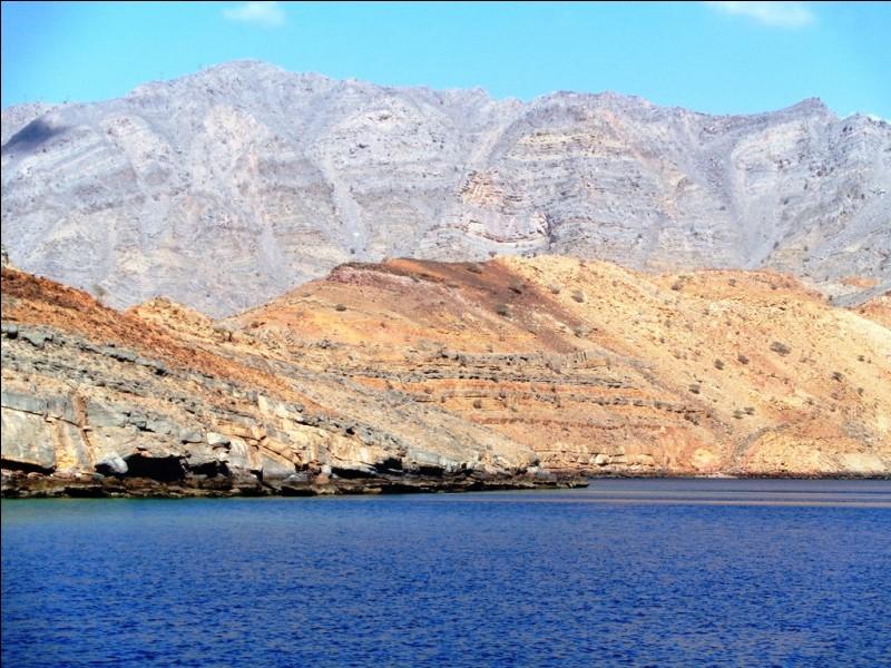 Le littoral nord de cette péninsule (voir question 9) est déchiqueté et composé d'une multitude d'îles. De ce fait et de par sa formation géologique, cette région est surnommée en référence à un pays d'Europe. Lequel ?