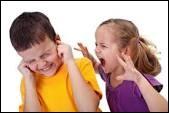 Ta sœur ou ton frère t'embête, que fais-tu ?