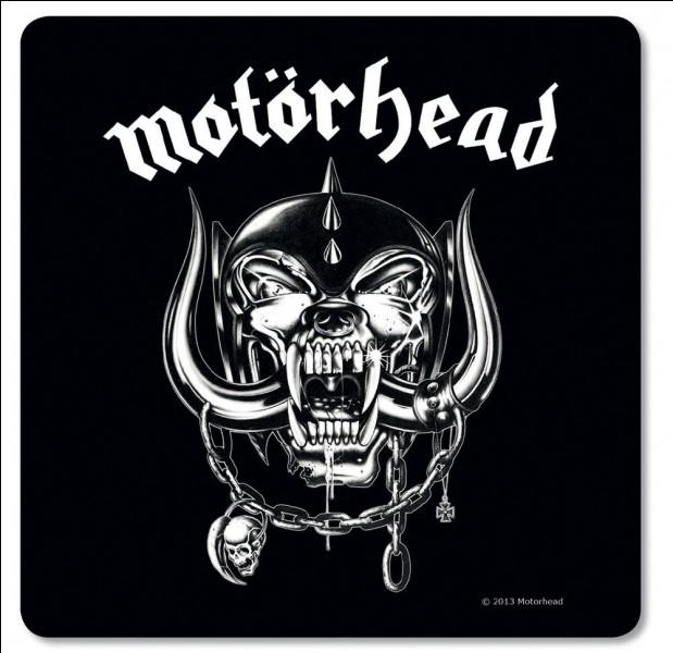 Ce groupe britannique a traversé les époques et a influencé d'innombrables formations de metal... Où se trouve son mythique chanteur/bassiste et fondateur ?