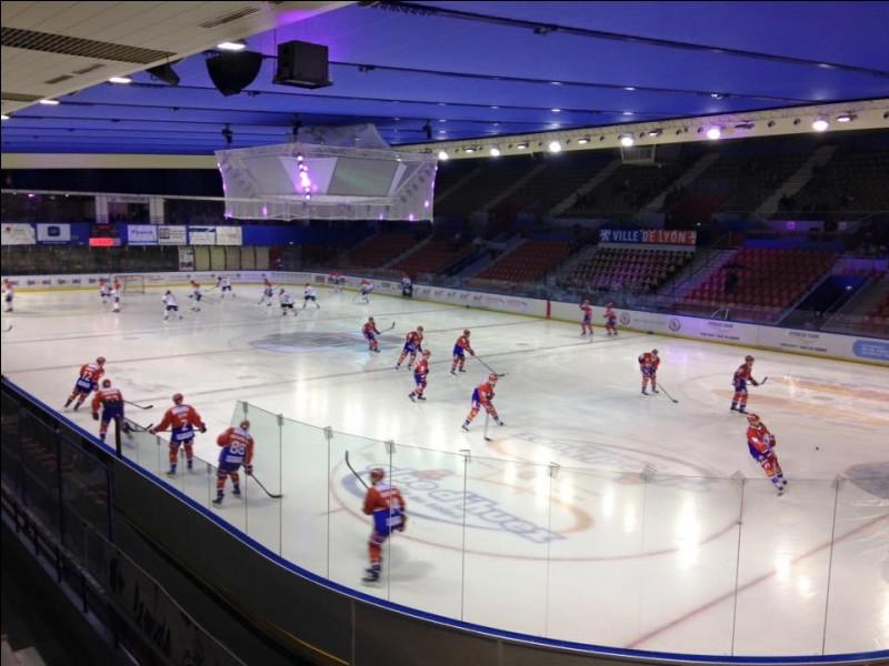 Les hockeyeurs la connaissent ! Quel nom porte la patinoire de Lyon ?