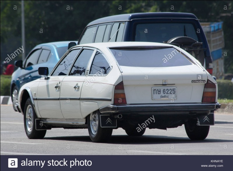 À quelle voiture la XM succèda-t-elle ?