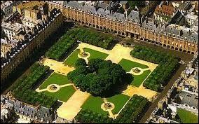 """Comment se nomme cette place anciennement appelée """"place Royale"""" jusqu'en 1800 ?"""