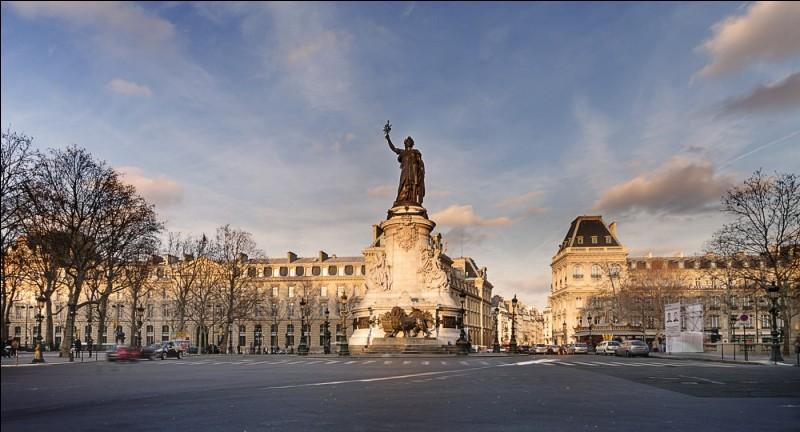 """Quel est le nom de cette place anciennement appelée """"place du Château-d'Eau"""" desservie par sept grandes rues ?"""