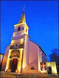 Nous sommes à présent dans le Grand-Est, devant l'église des Saints-Anges-Gardiens de Heillecourt. Ville de la Métropole du Grand Nancy, elle se trouve dans le département ...