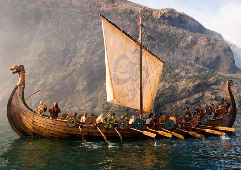 Au Moyen Âge, des guerriers venus de Scandinavie ont envahi et terrorisé toute l'Europe. Ce sont...