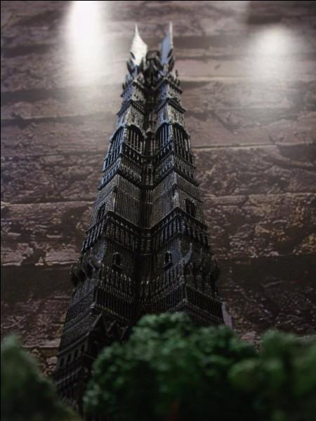 Quel est le nom de la tour de Saroumane le Multicolore ?