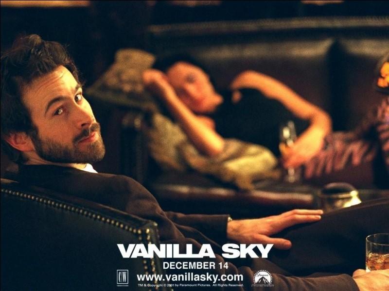 """Un petit """"qui suis-je ?"""" à présent. Je suis un acteur américain qui joue le meilleur ami de Tom Cruise dans le film américain """"Vanilla Sky"""". Je dois notamment ma notoriété à la saga """"Alvin et les Chipmunks"""" où j'incarne Dave. Qui suis-je ?"""