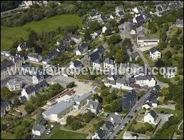 Je vous propose à présent une balade en Bretagne, à Pont-de-Buis-lès-Quimerch. Ville du parc naturel régional d'Armorique, au confluent de l'Aulne et de la Douffine, elle se trouve dans le département ...