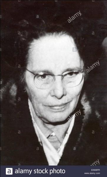 Marie Besnard a été inculpée de meurtres sur de nombreuses personnes, dont son mari. Combien de personnes aurait elle tuée?