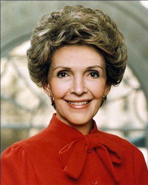Quel était le pseudonyme de Nancy Reagan en tant qu'actrice ?