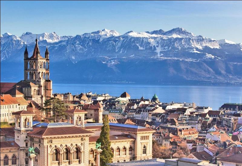 Lausanne est une ville sur le lac Léman. Comment s'appelle son pays ?