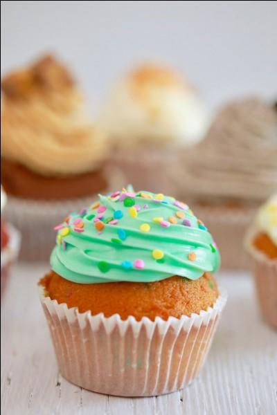 Que met-on souvent sur un cupcake ?