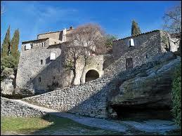Je vous propose de partir en région P.A.C.A., à la découverte de Sivergues. Petit village de 40 habitants, dans le massif du Luberon et dans le département d'Apt, il se situe dans le département ...