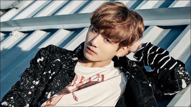 Avec quelle chanson Jungkook débute-t-il dans le groupe des BTS le 13 juin 2013 ?