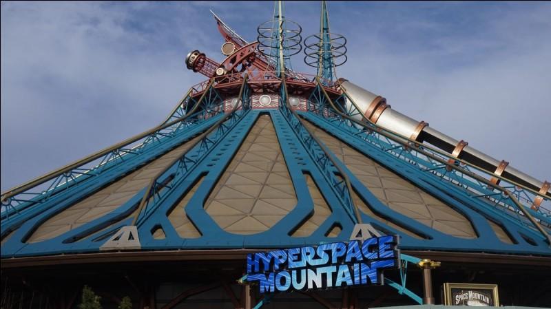 En quelle année ouvre le Hyperspace Mountain actuel ?