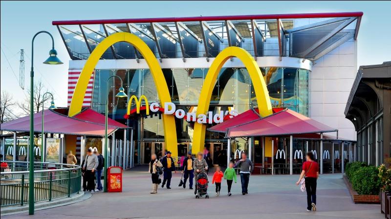 Le McDonald's ouvre à Disney Village en :