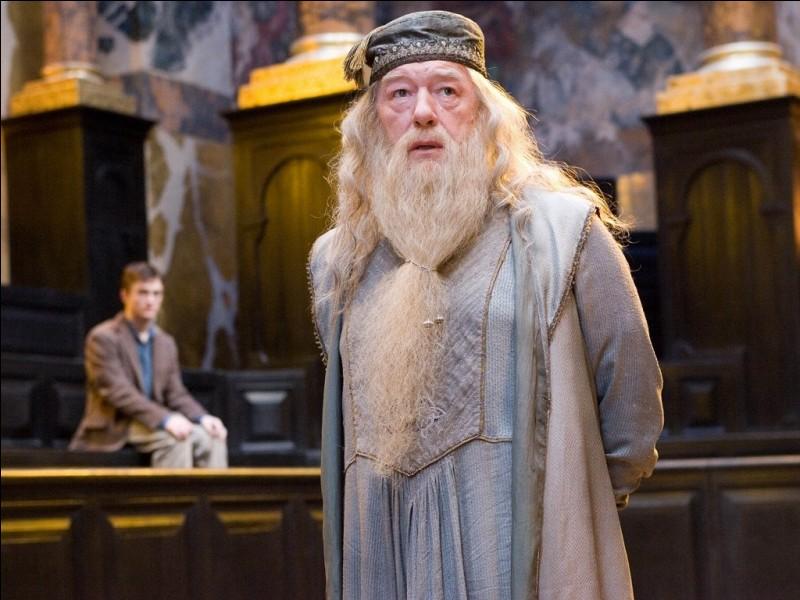 """Avec quel animal Albus Dumbledore """"fuit"""" le ministre dans le cinquième opus ?"""