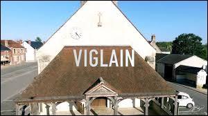Martine habite à Viglain (Loiret). C'est donc une ...