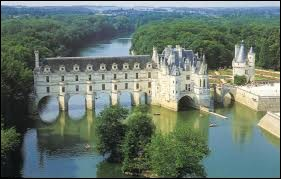 Les habitants de Chenonceaux (Indre-et-Loire) sont les ...