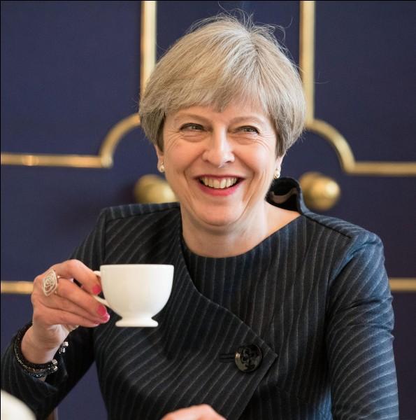 De quel parti politique est l'actuelle première ministre, Theresa May ?