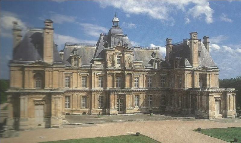 Quel nom porte le château de Maisons-Laffitte ?