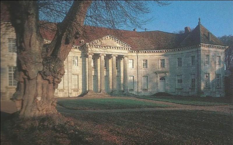 Dans quelle commune se trouve ce château du Doubs ?