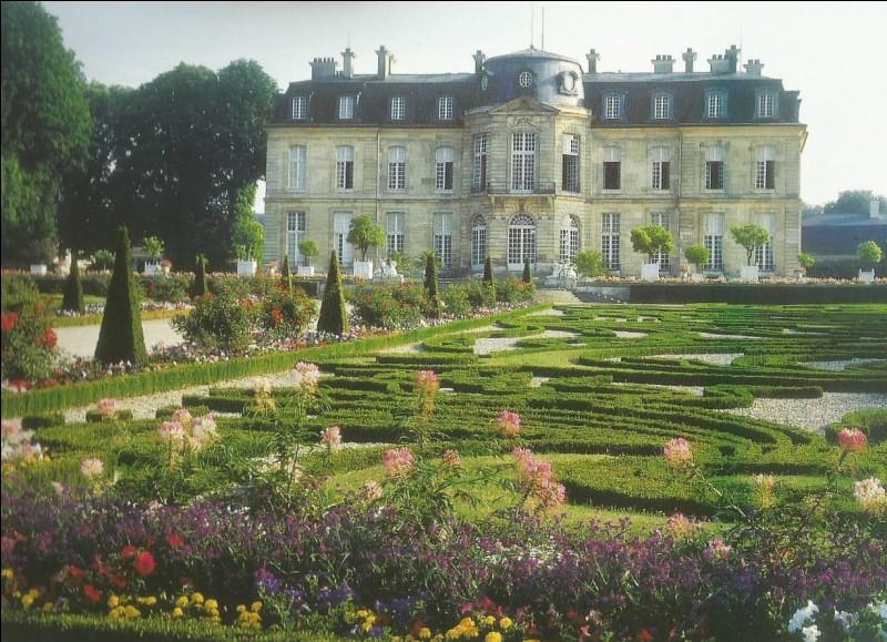 Qui a conçu les jardins du château de Champs-sur-Marne ?