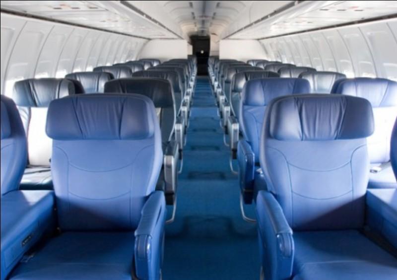 Un Boeing 727 peut transporter jusqu'à 219 passagers.