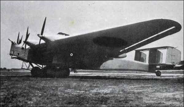 Ce bombardier lourd quadrimoteur, mis en service en 1933, utilisé dans les conflits contre la Chine et l'URSS, pouvait emporter 5 tonnes de bombes, mais lent et vulnérable, il a été retiré en 1940. De quel appareil s'agit-il ?