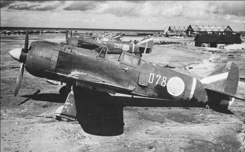 C'est le dernier chasseur japonais à entrer en service avant la fin de la guerre. 400 exemplaires ont été construits de février à août 1945. Les qualités de l'appareil n'ont pas eu d'effet face à la supériorité technique et numérique des américains. Quel est cet avion ?