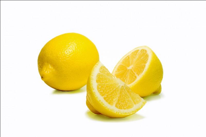 Comment dit-on le nom du fruit qui est sur l'image ?