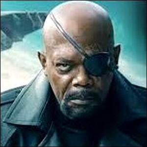 """""""Nick Fury"""" , le leader du SHIELD porte le grade de ..."""