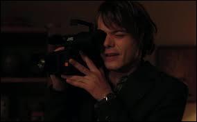Qui a cassé l'appareil photo de Jonathan ?