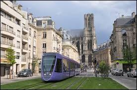 Je vous propose de commencer avec Reims (Marne), ville connue entre autres pour ses biscuits roses, dont les habitants se nommes les ...